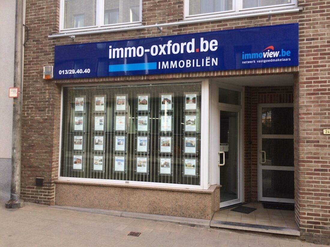 Gevel immo kantoor Oxford in Scherpenheuvel. Verkoop en verhuur van appartementen, huizen, gronden, parkings en garages